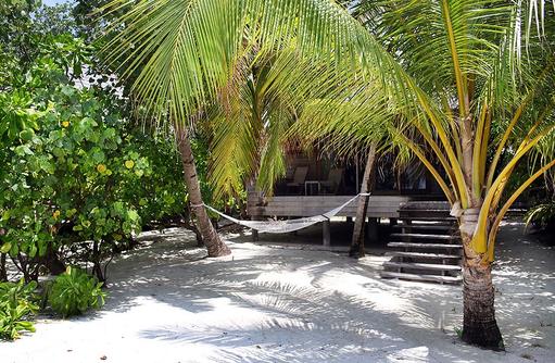Beach Villa mit Hängematte, Gangehi Island Resort, Maldives