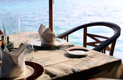 Veli Restauant, gedeckter Tisch, Gangehi Island Resort, Maldives