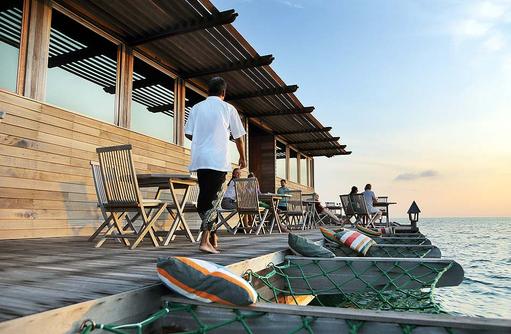 Restaurant Thari, Aussenterrasse, Gangehi Island Resort, Maldives