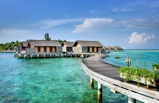 Overwater Villas von aussen, Gangehi Island Resort, Maldives