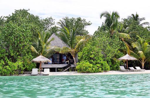 Beach Villa, Frontansicht, Strandzugang, Gangehi Island Resort, Maldives