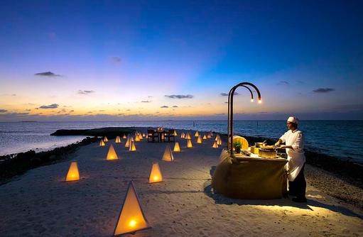 Destination Dininge, Dinner am Strand von One Palm Island,Gili Lankanfushi, Maldives