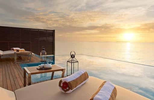 Sonnenuntergang in der Ocean Villa, Hideaway Beach Resort & SPA, Maldives