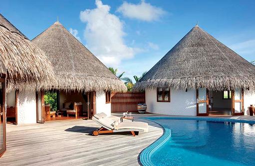Pool mit Liegen im Hideaway Palace, Hideaway Beach Resort & SPA, Maldives