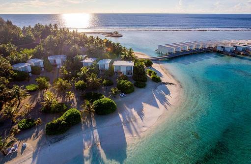 Blick auf die Insel bei Sonnenuntergang, Holiday Inn Resort Kandooma, Maldives