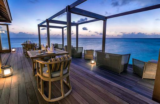 Terrasse des Aquarium Restaurant, Hurawalhi Island Resort, Maldives