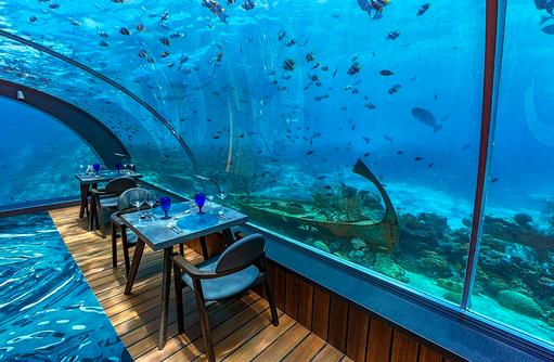 Tisch im Undersea Restaurant, Hurawalhi Island Resort, Maldives