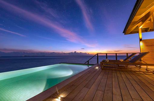 Abendstimmung der Ocean Pool Villa, Hurawalhi Island Resort, Maldives