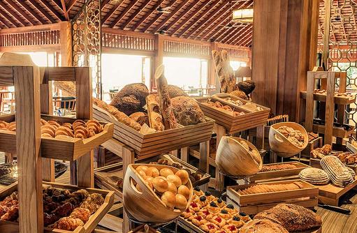 Frühstücksbuffet im Canneli Restaurant, Hurawalhi Island Resort, Maldives
