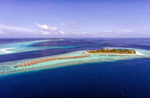 Inselübersicht mit Wasserbungalows, Hurawalhi Island Resort, Maldives