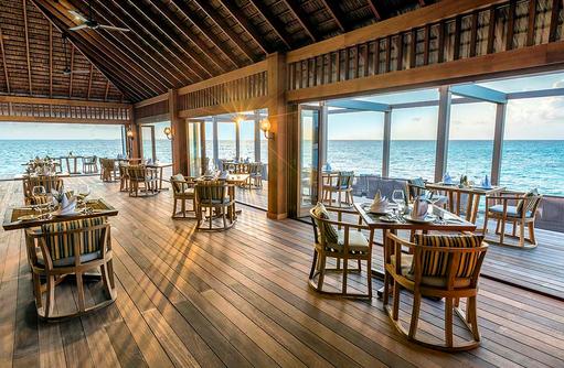 Einrichtung des Aquarium Restaurants, Hurawalhi Island Resort, Maldives