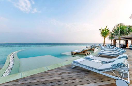 Coco Bar am Pool, Hurawalhi Island Resort, Maldives