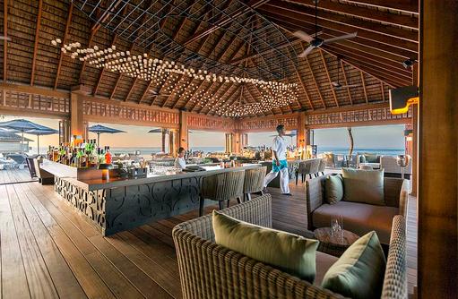 Loungesessel in der Coco Bar, Hurawalhi Island Resort, Maldives