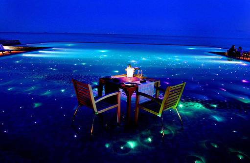 Romantisches Dinner auf dem Pool, Huvafen Fushi Maldives