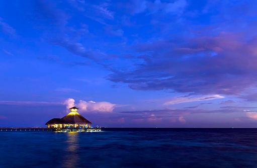 Salt Restaurant bei Nacht, Huvafen Fushi Maldives