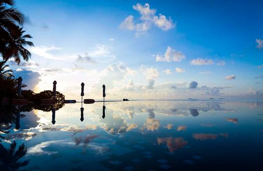 Infinity Pool bei Sonnenaufgang, Huvafen Fushi Maldives