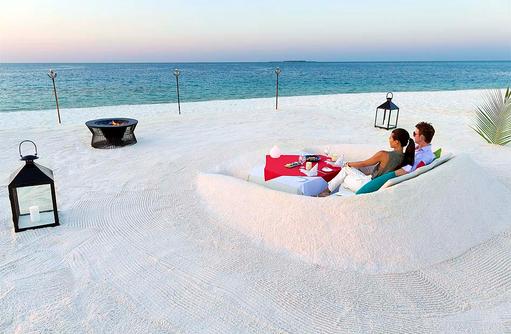 Destination Dining, Romantisches Dinner, Lagerfeuer, Sofa aus Sand, Huvafen Fushi Maldives
