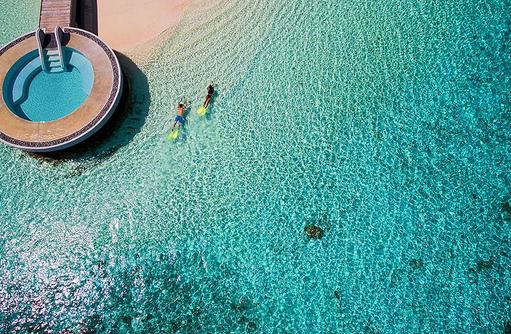 Lonu Veyo Pool, Schnorchler von oben, Huvafen Fushi Maldives