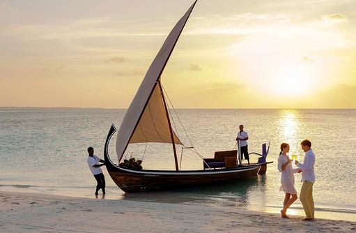 Dhoni, Innahura Maldives Resort