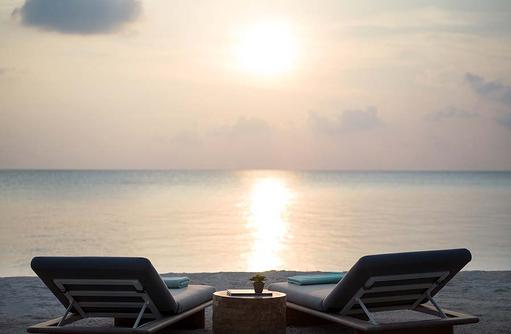 Sonnenuntergang am Strand, InterContinental Maldives