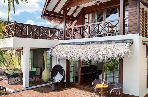 Terrasse mit Pool in der Beach Suite, Jumeirah Vittaveli, Maldives