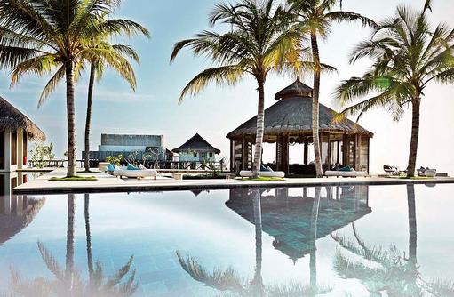 Bar EE am Pool, Jumeirah Vittaveli, Maldives