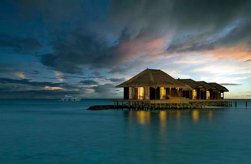 Villen bei Abenddämmerung, Jumeirah Vittaveli, Maldives
