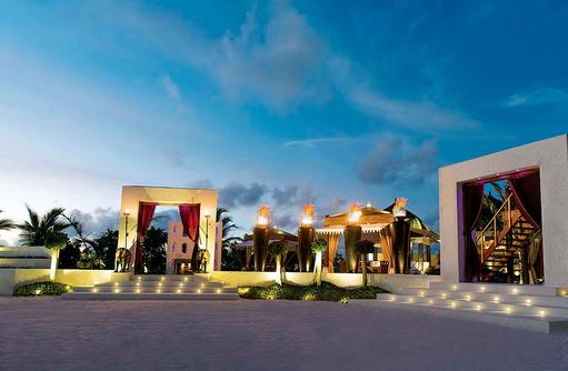 Swarna Eingang im Abendlicht, Jumeirah Vittaveli, Maldives