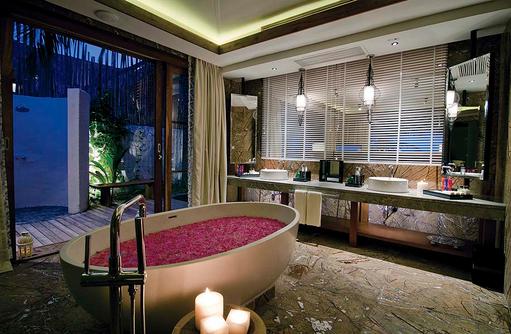 Badezimmer in der Beach Suite, Jumeirah Vittaveli, Maldives