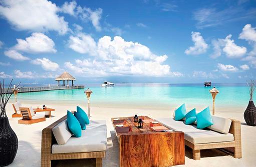 MU Beach Bar mit Loungemöbeln, Jumeirah Vittaveli, Maldives
