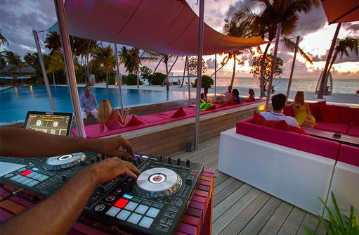 Breeze Bar, Nightlife, DJ, Chillout, Sundowner, Kandima Maldives