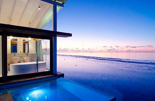 Ocean Pool Villa zur Abenddämmerung | Kandolhu Maldives