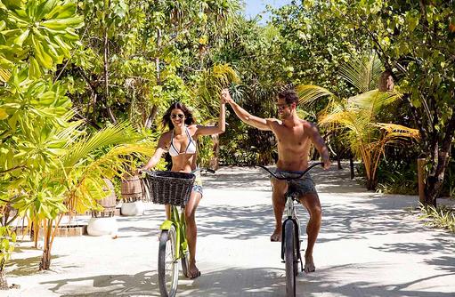 Unterwegs über die Insel mit dem Fahrrad I Kanuhura Maldives