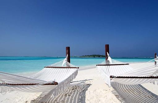 Seele baumeln lassen, Hängematten am Strand I Kanuhura Maldives