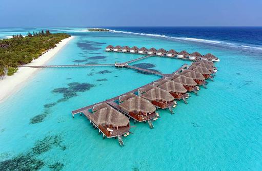 Blick auf die Wasservillen I Kanuhura Maldives