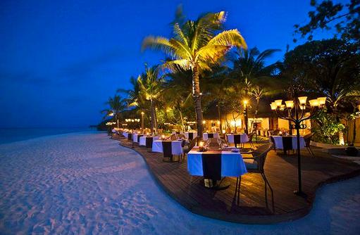 Restaurant Veli am Abend I Kanuhura Maldives