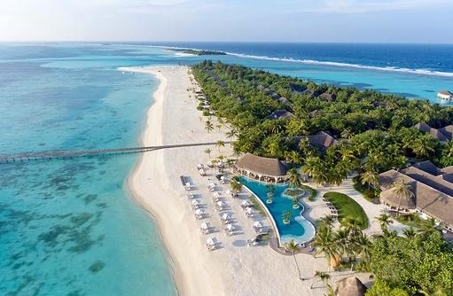 Infinity Pool und Poolbar Cowry Club mit Blick über die Insel I Kanuhura Maldives