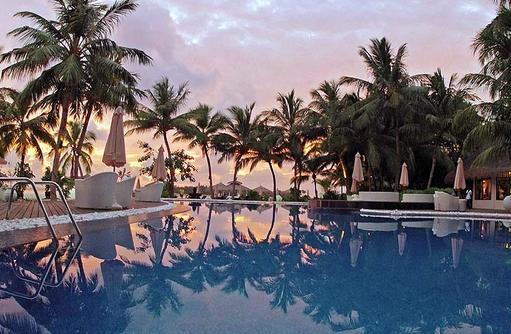 Swimming Pool, Loungemöbel, Kihaa Maldives