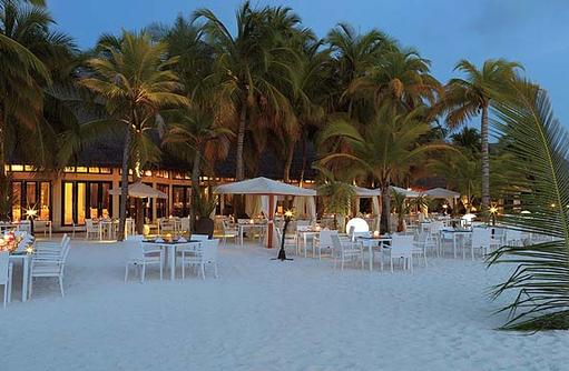 Malaafaiy Buffet Restaurant, Aussenbereich am Strand, Kihaa Maldives