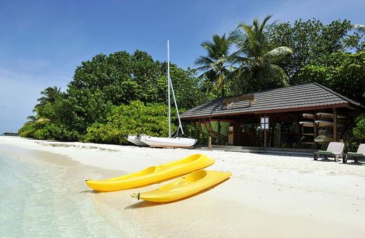 Wassersport am Strand, Komandoo Island Resort, Maldives