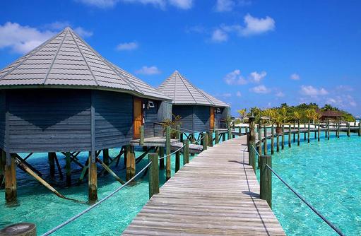 Steg zu den Jacuzzi Wasser Villen, Komandoo Island Resort, Maldives