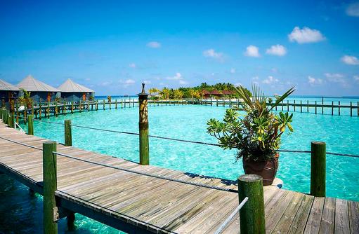 Steg über dem Wasser, Komandoo Island Resort, Maldives