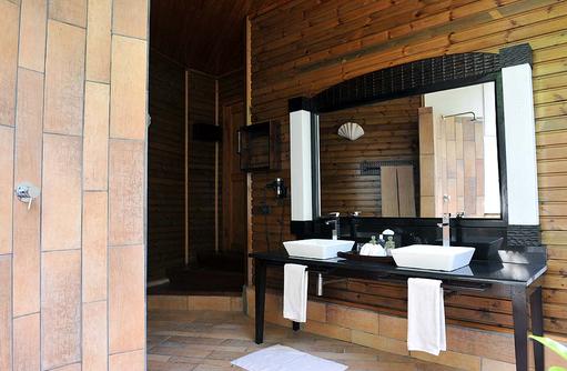 Badezimmer der Jacuzzi Beach Villa, Komandoo Island Resort, Maldives