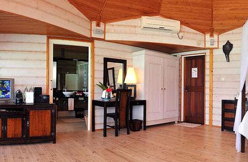Einrichtung der Jacuzzi Wasser Villa, Komandoo Island Resort, Maldives
