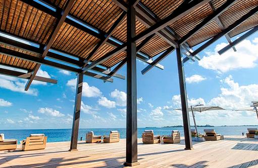 Terrasse der Bar, Kudadoo Maldives Private Island