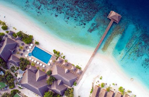 Blick von oben auf den Ankunftssteg und Hauptbereich, Kudafushi Resort & Spa, Maldives