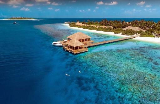 Ankunftssteg, Tauch Center aus der Vogelperspektive, Kudafushi Resort & Spa