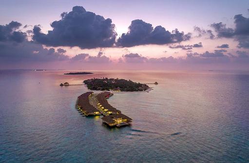 Vogelperspektive bei Dämmerung, Kudafushi Resort & Spa