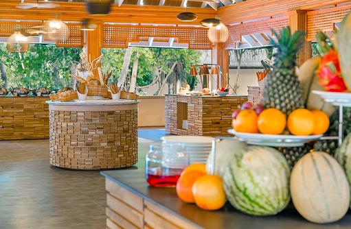 De North Hauptrestaurant, Obstbuffet, Kudafushi Resort & Spa, Maldives