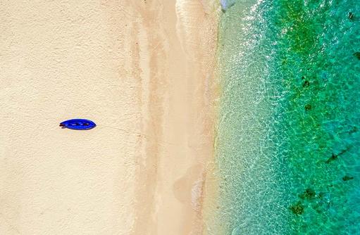 Blickvon oben auf den Strand, Kudafushi Resort & Spa